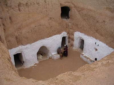Dvůr podzemního obydlí