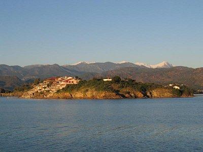 Prázdninový ostrov, z lodi