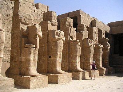 Sochy Usíra v chrámu Ramese III (nahrál: admin)