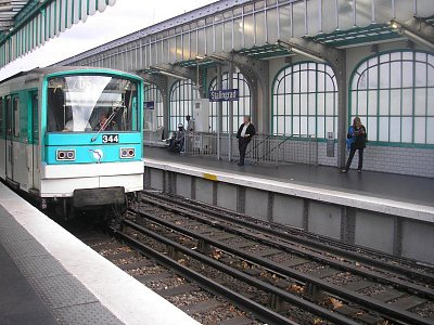 pařížské metro - stanice Stalingrad (nahrál: Lucie Tichá)