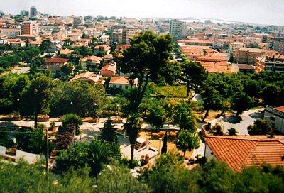Giulianova - Giulianova je město na palmové riviéře. Je to moc pěkné město. Rozděluje se na novou a starou část. Ze staré části je krásný výhled na novou Giulianovu. (nahrál: kotoule)