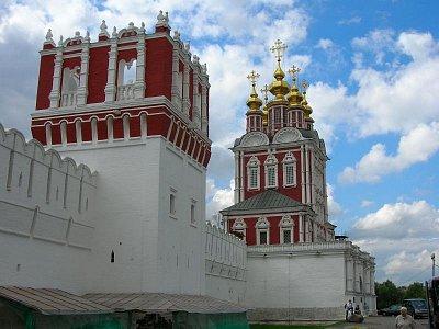 Novoděvičí klášter - červené věže (nahrál: admin)