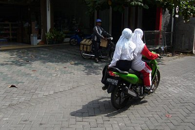 Muslimští motocyklisté (nahrál: admin)