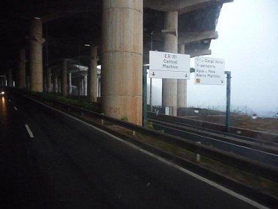 Mezinárodní letiště Aeroporto de Santa Cataria - Podhled pod letištní přistávací plochou (nahrál: jannak)
