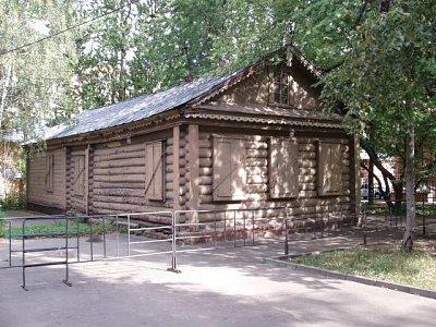 domek v parku u muzea čekající na rekonstrukci - zde Kutuzuv údajně plánov bitvu (nahrál: Kamil Hainc)