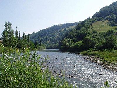 řeka Tisa - v okolí města Rachiv (nahrál: Kamil Hainc)