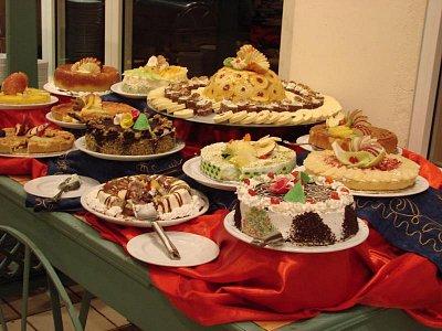 Výborné jídlo v Ain Soukhna a také sladkosti (nahrál: Oldrich Kvapil )
