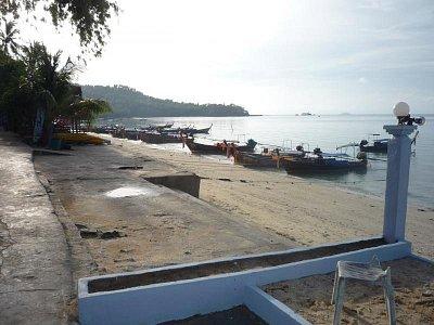 Phi-Phi Don - pláž - střední odliv (nahrál: Antonín Šťastný)